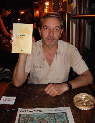 20120217220728-con-libro-baja.jpg